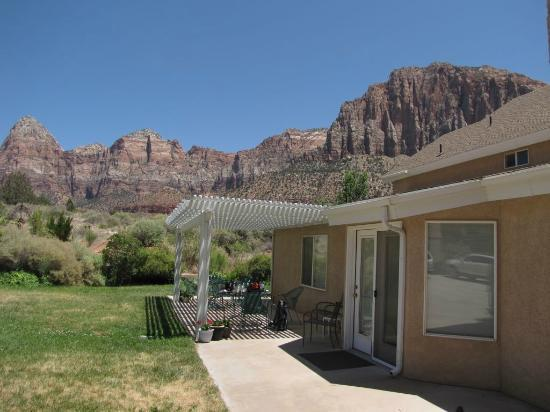 Novel House Inn at Zion: The pergola
