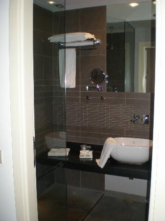 FerroHotel: Modern bathroom