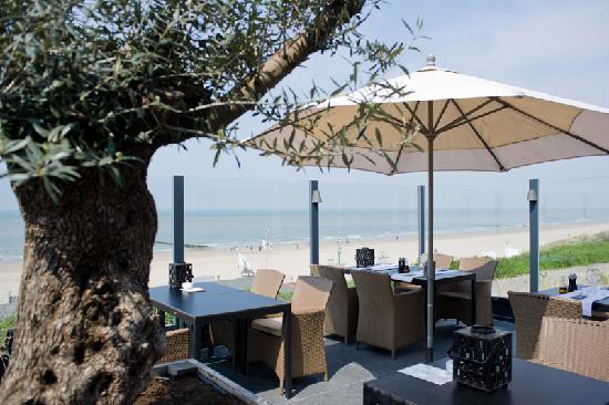 Hotel de Blanke Top: Terrace with sea view