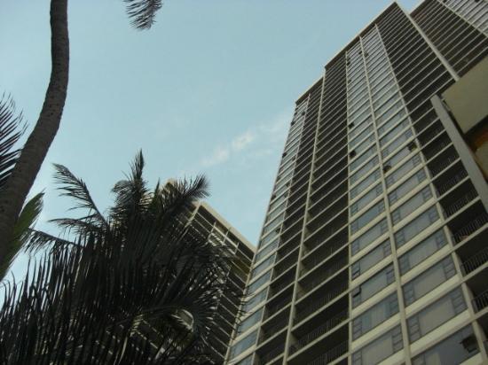 ワイキキ バニアン, 建物外観、左端の角部屋上から4つ目に宿泊