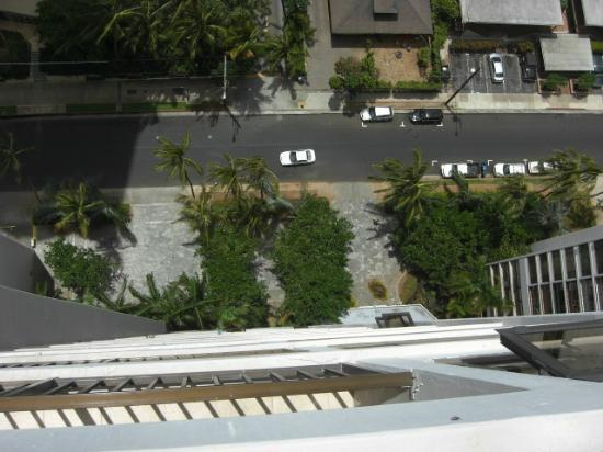 Waikiki Banyan: ラナイから真下を見る