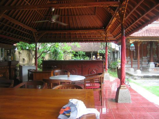 SA CAFE & CLUB: side view