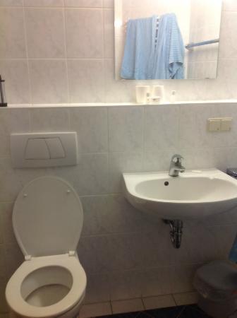 Hotel Koenigssee : bathroom