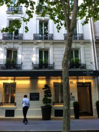 Hotel Le Bailli de Suffren: Front of Hotel, June 2012