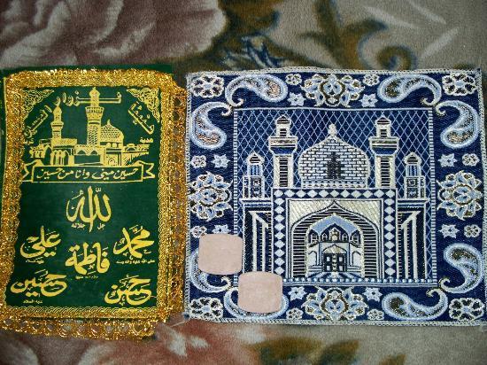 Firouzeh Hotel: Принадлежности для молитвы в каждом номере