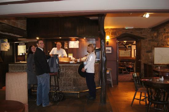 The Hopper Lane Hotel : Guests at the bar on our last morning