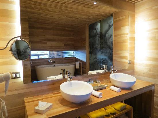 Tierra Patagonia Hotel & Spa: Bathroom