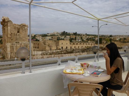 Hadrian's Gate Hotel: Enjoyable breakfast on the terrace. Great view!