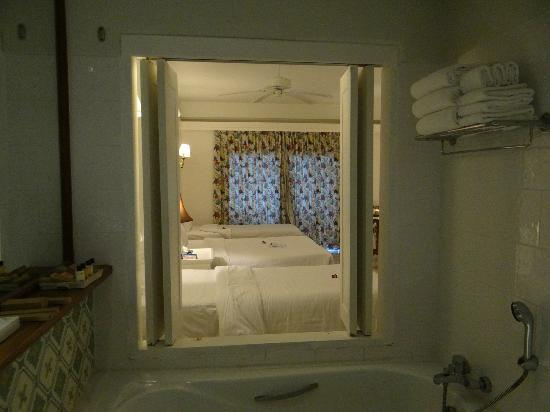 Andaman Seaview Hotel: Bathroom literally attached to room .