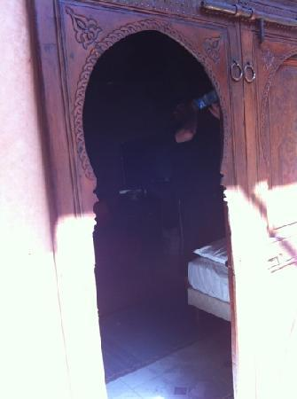 Riad Reves D'orient: bed room door
