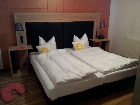 Avenon Privat-Hotel Am Steinberg: Room for 4, bedroom