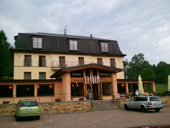Hotel Ostrov: Hotel from outside
