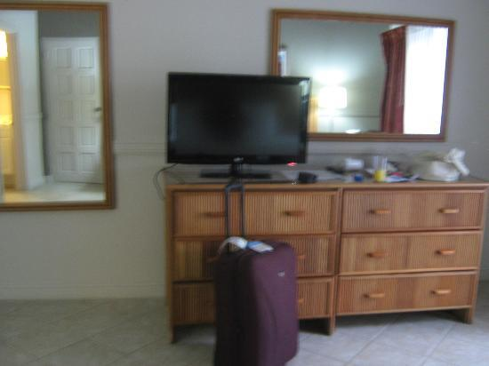 Bel Jou Hotel: ample draws to put stuff in