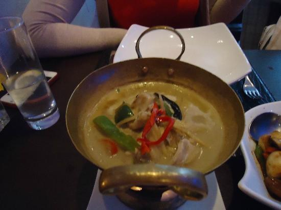 Charm Thai: Thai green chicken curry