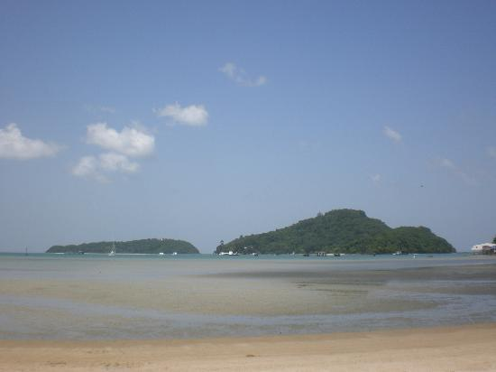 Crowne Plaza Phuket Panwa Beach: Beach @ low tide