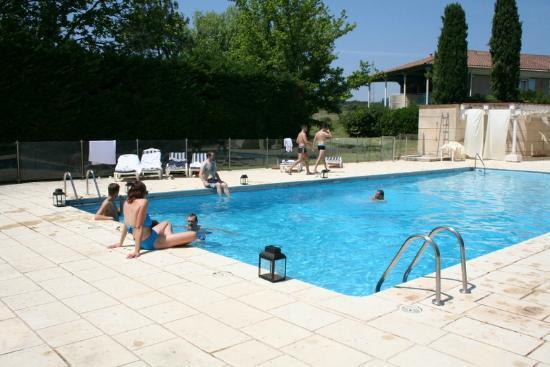 دوماين دو لا رينود: Relaxing Saturday by the pool 