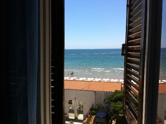 Hotel Pensione Eden: vista mare dalla camera!