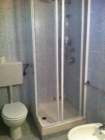 Hotel Pensione Eden: doccia