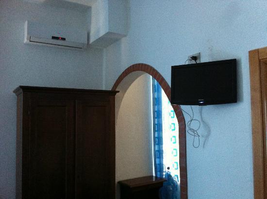 Hotel Pensione Eden: condizionatore e tv