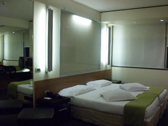 Laguna: room