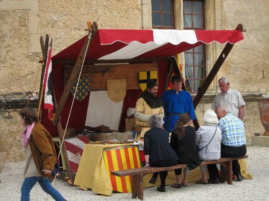 Chateau de Lourmarin: フランスの歴史説明ブース