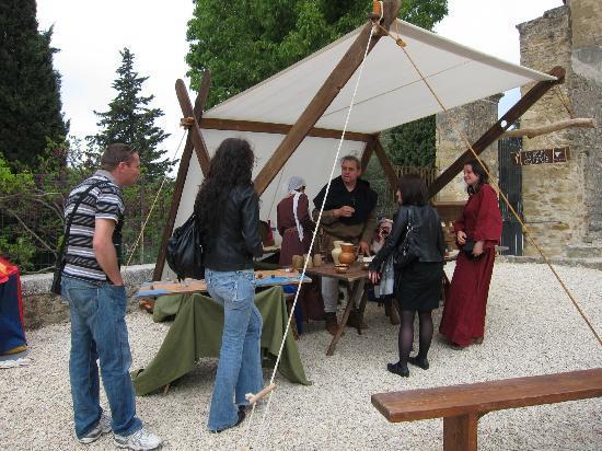 Lourmarin, Frankrijk: 香辛料の説明ブース