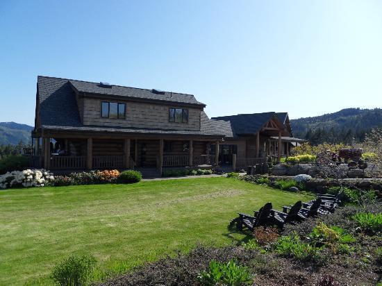 Sakura Ridge - The Farm and Lodge: The Lodge