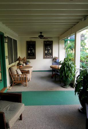 Old Wailuku Inn at Ulupono: Rear Porch