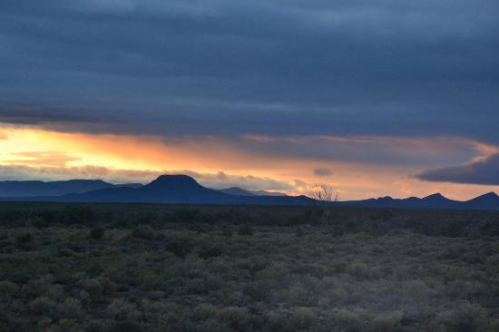 Inverdoorn Game Reserve Safaris: Morning sunrise