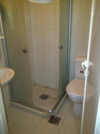 Hotel Anja: Baño. Sencillo, basico pero correcto