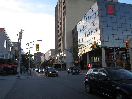 Sunbridge Hotel & Conference Centre Downtown Windsor: Street by the hotel