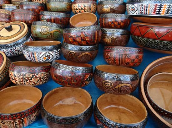 Pisac, Perú: Painted bowls made from gourds