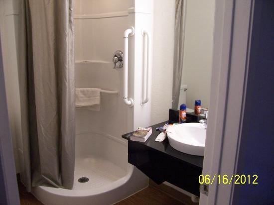 El Centro, CA: Bathroom