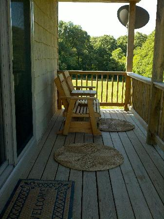 Lost Trail Cabins : Fishing Hole Porch