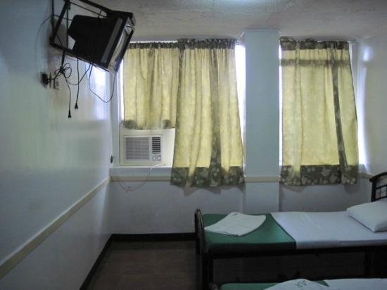 Aljem's Inn: room
