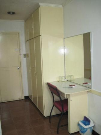Aljem's Inn: cabinets