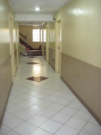 Aljem's Inn: corridor