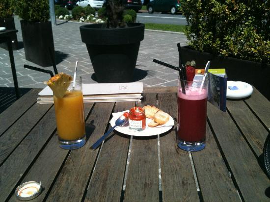 Riva Restaurant Bar & Lounge : Cocktails Strawberry Saphir et Cuba Passion