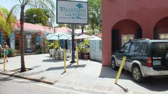 Cafe Livin : Turn right off the ferry into the Warfside Village