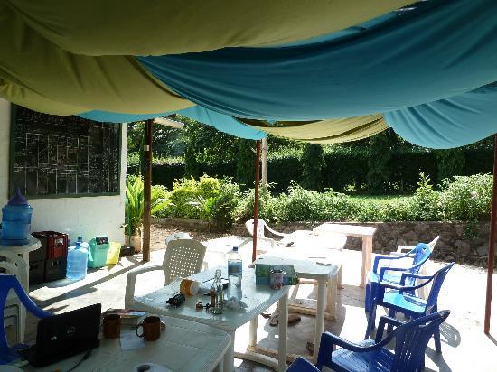 Hostel Hoff: Outside eating area.
