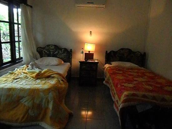 Dewangga Bungalow: Our room at Dewangga.