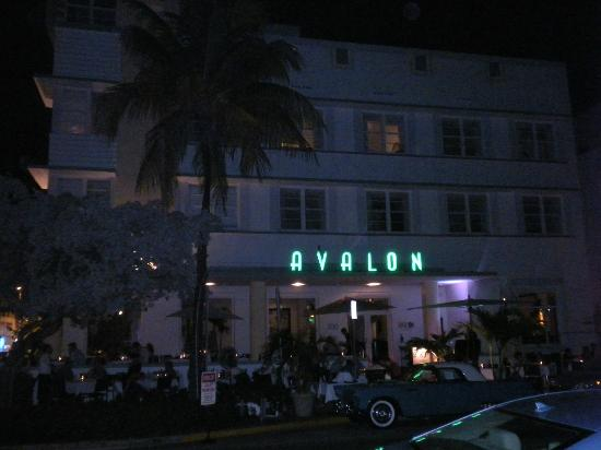 Avalon Hotel: Night time...