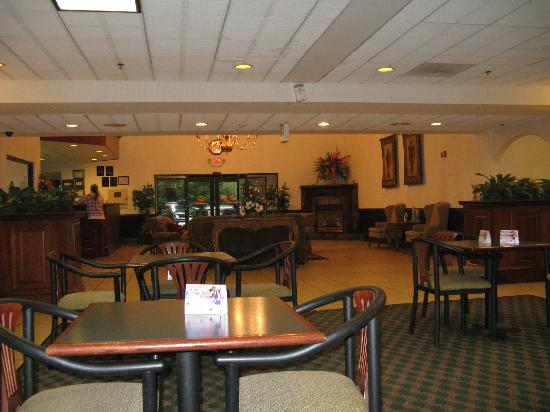 BEST WESTERN McDonough Inn & Suites: lobby & dining area