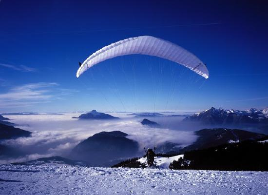 Residhotel Athena : Paragliding in Les Carroz