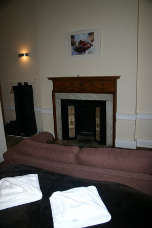 Queens Guest House : Bedroom showing Fireplace