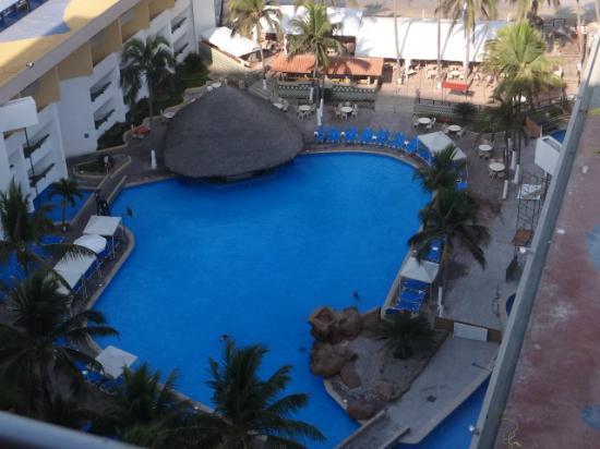 El Cid Castilla Beach Hotel: Club Playa Castilla - swim up bar with adjoining restaurant