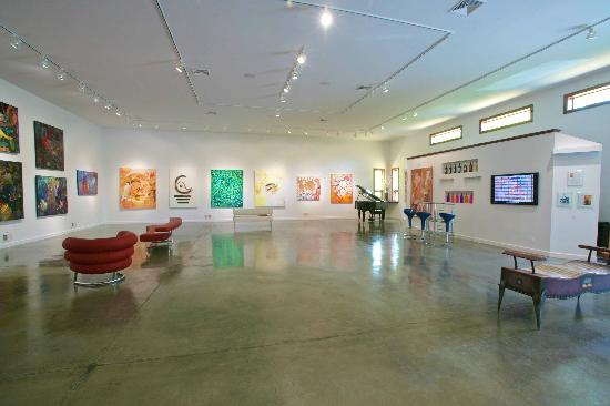 DM Weil Gallery: The Gallery
