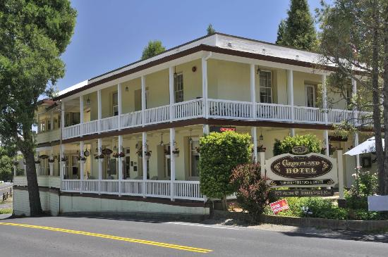 Groveland Hotel's Cellar Door : Quaint hotel hiding great restaurant
