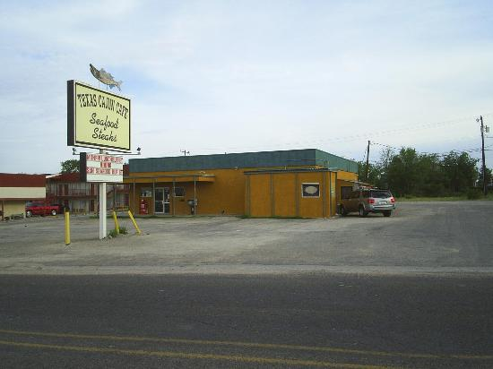 Texas Cajun Cafe: Front view, with back to I-20