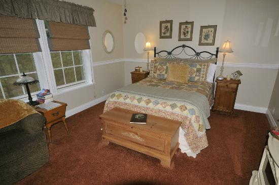 Blackberry Inn at Yosemite: Big comfortable rooms